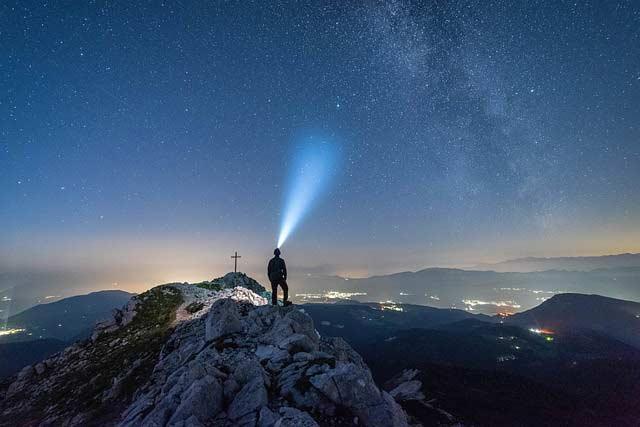 Die Stirnlampe darf beim Wandern nicht fehlen