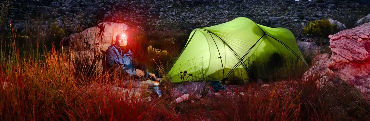 Zelter mit Outdoorlampen depositphotos.com